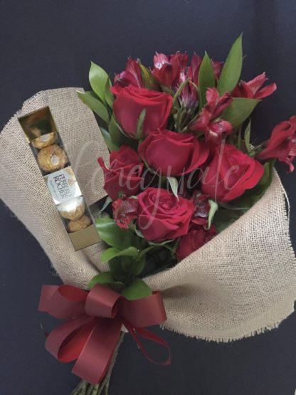 Romántico Ramo de Rosas y Cholates Ferrero Rocher